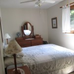 Master bedroom. Queen bed.