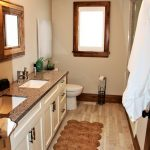 Upper bathroom, 3 - piece with shower