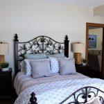 Downstairs bedroom, queen